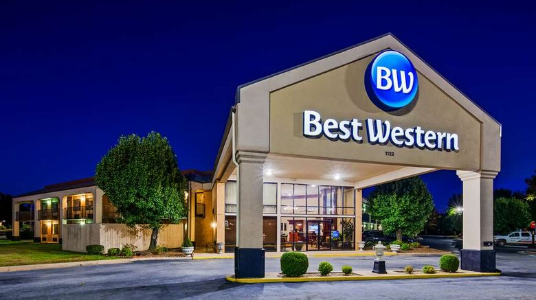 """Best Western Windsor Suites Exterior. Images powered by <a href=""""http://web.iceportal.com"""" target=""""_blank"""" rel=""""noopener"""">Ice Portal</a>."""