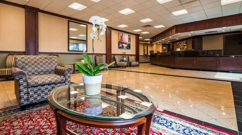 """Best Western Plus Chicago Hillside Lobby. Images powered by <a href=""""http://web.iceportal.com"""" target=""""_blank"""" rel=""""noopener"""">Ice Portal</a>."""