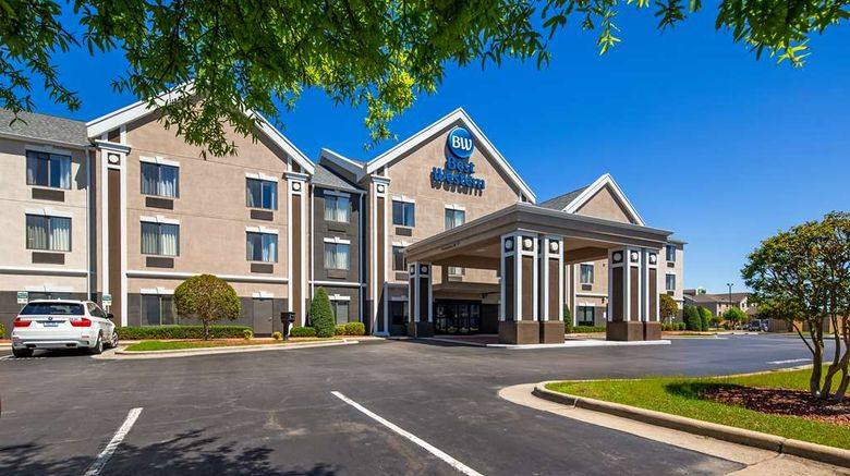 """Best Western Smithfield Inn Exterior. Images powered by <a href=""""http://web.iceportal.com"""" target=""""_blank"""" rel=""""noopener"""">Ice Portal</a>."""