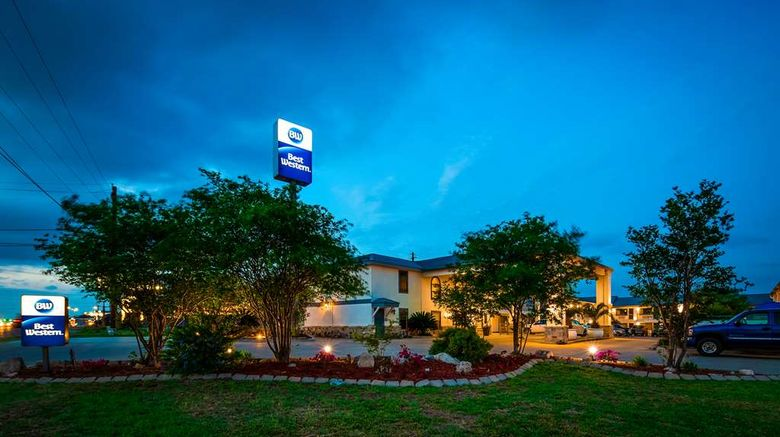"""Best Western George West Executive Inn Exterior. Images powered by <a href=""""http://web.iceportal.com"""" target=""""_blank"""" rel=""""noopener"""">Ice Portal</a>."""