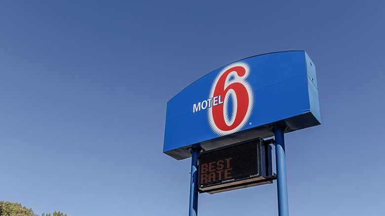 """<b>Motel 6 La Crosse Exterior</b>. Images powered by <a href=""""https://iceportal.shijigroup.com/"""" title=""""IcePortal"""" target=""""_blank"""">IcePortal</a>."""