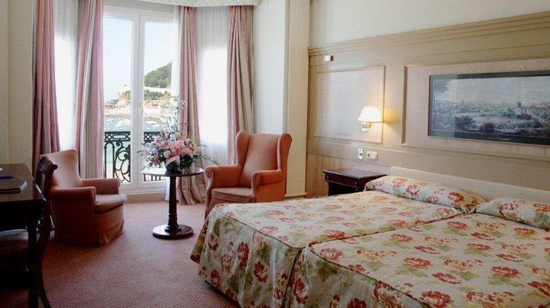 "Hotel de Londres y de Inglaterra Room. Images powered by <a href=""http://web.iceportal.com"" target=""_blank"" rel=""noopener"">Ice Portal</a>."
