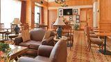 Hampton Inn & Suites Buffalo Lobby