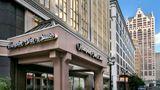 Hampton Inn & Suites Milwaukee/Downtown Exterior