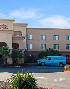 Hampton Inn & Suites Oakland Airport
