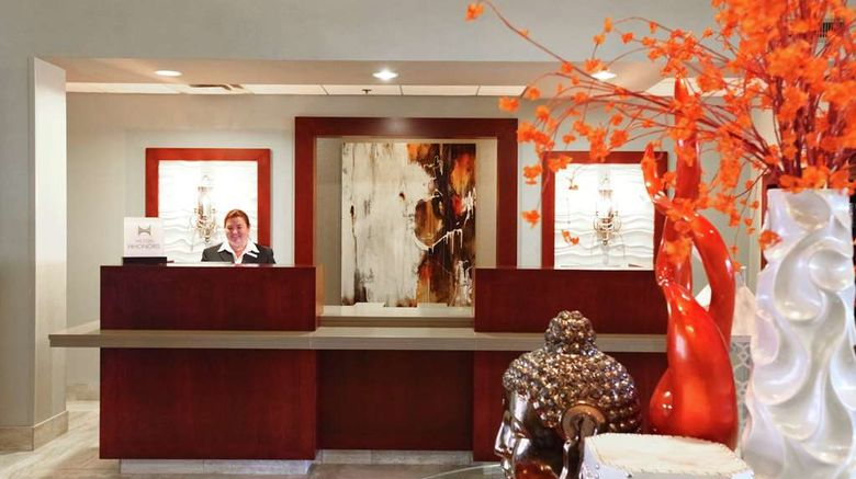 """<b>DoubleTree by Hilton Des Moines Arpt Lobby</b>. Images powered by <a href=""""https://iceportal.shijigroup.com/"""" title=""""IcePortal"""" target=""""_blank"""">IcePortal</a>."""