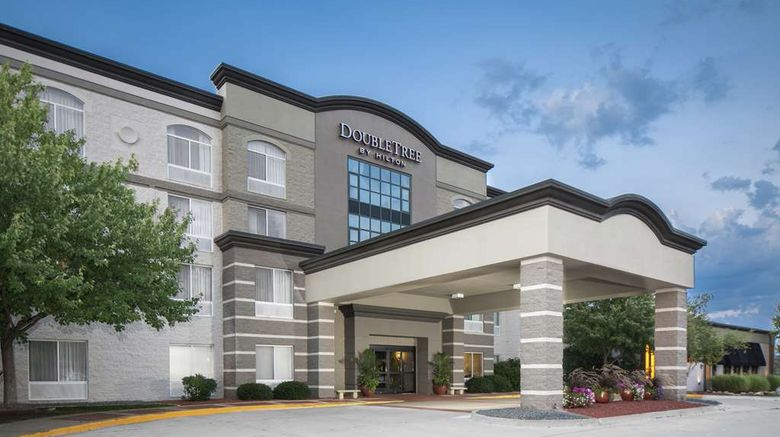 """<b>DoubleTree by Hilton Des Moines Arpt Exterior</b>. Images powered by <a href=""""https://iceportal.shijigroup.com/"""" title=""""IcePortal"""" target=""""_blank"""">IcePortal</a>."""