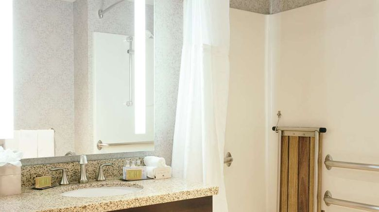 """<b>DoubleTree by Hilton Des Moines Arpt Room</b>. Images powered by <a href=""""https://iceportal.shijigroup.com/"""" title=""""IcePortal"""" target=""""_blank"""">IcePortal</a>."""
