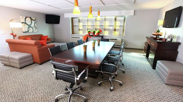 """<b>DoubleTree by Hilton Des Moines Arpt Meeting</b>. Images powered by <a href=""""https://iceportal.shijigroup.com/"""" title=""""IcePortal"""" target=""""_blank"""">IcePortal</a>."""
