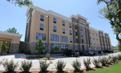 Hampton Inn & Suites-Dallas Market Ctr