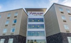 Applause Hotel by Clique Calgary Airport