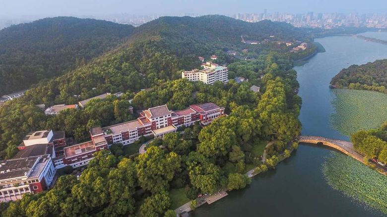 """Shangri-La Hotel Hangzhou Exterior. Images powered by <a href=""""http://web.iceportal.com"""" target=""""_blank"""" rel=""""noopener"""">Ice Portal</a>."""