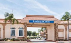 Travelodge Inn & Suites Bell