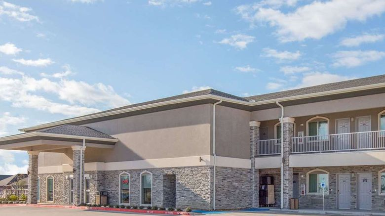 """Days Inn Bryan Exterior. Images powered by <a href=""""http://web.iceportal.com"""" target=""""_blank"""" rel=""""noopener"""">Ice Portal</a>."""