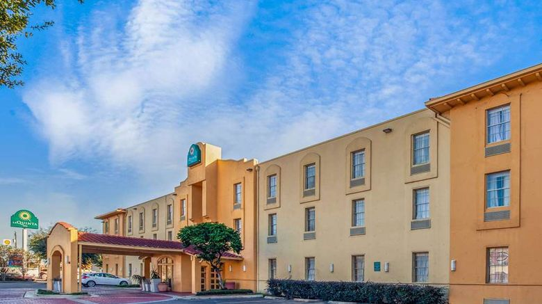 """La Quinta Inn Houston Greenway Plaza Exterior. Images powered by <a href=""""http://web.iceportal.com"""" target=""""_blank"""" rel=""""noopener"""">Ice Portal</a>."""