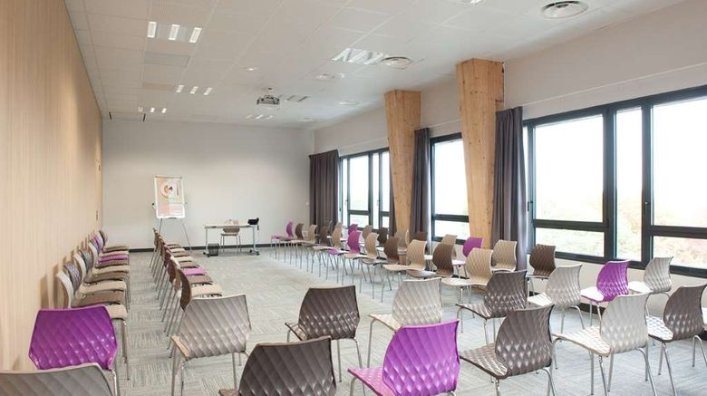 """<b>Campanile Limoges Centre-Gare Meeting</b>. Images powered by <a href=""""https://iceportal.shijigroup.com/"""" title=""""IcePortal"""" target=""""_blank"""">IcePortal</a>."""