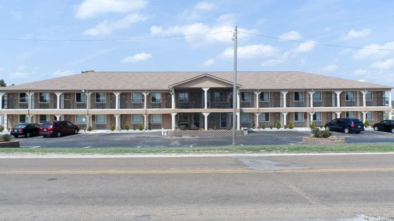 """Motel 6 St Robert Exterior. Images powered by <a href=""""http://web.iceportal.com"""" target=""""_blank"""" rel=""""noopener"""">Ice Portal</a>."""