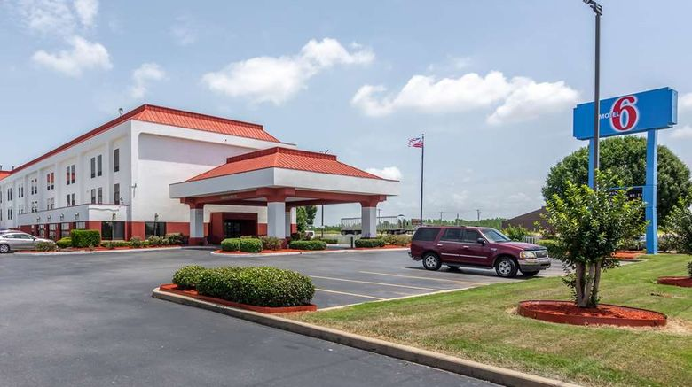 """Motel 6 Pine Bluff Exterior. Images powered by <a href=""""http://web.iceportal.com"""" target=""""_blank"""" rel=""""noopener"""">Ice Portal</a>."""