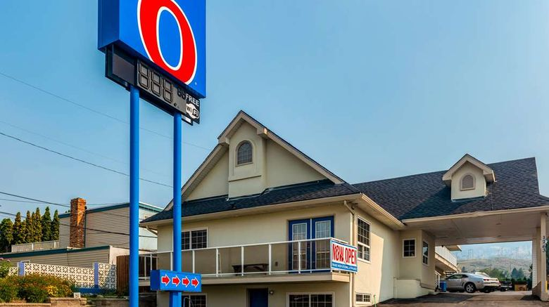 """Motel 6 Kamloops Exterior. Images powered by <a href=""""http://web.iceportal.com"""" target=""""_blank"""" rel=""""noopener"""">Ice Portal</a>."""