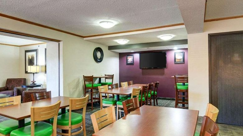 """<b>Quality Inn Restaurant</b>. Images powered by <a href=""""https://iceportal.shijigroup.com/"""" title=""""IcePortal"""" target=""""_blank"""">IcePortal</a>."""