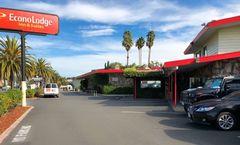 Econo Lodge Inn & Suites Oakland Airport