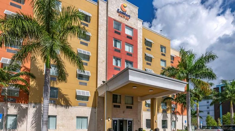 """Comfort Suites Fort Lauderdale Airport S Exterior. Images powered by <a href=""""http://web.iceportal.com"""" target=""""_blank"""" rel=""""noopener"""">Ice Portal</a>."""