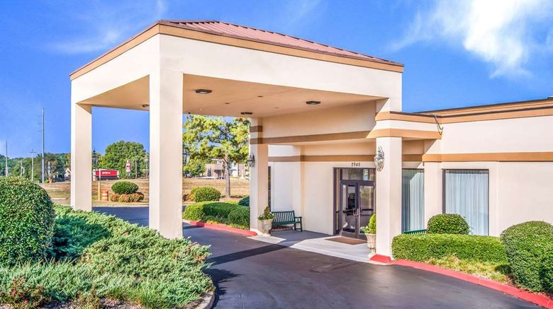 """Quality Inn Suwanee Exterior. Images powered by <a href=""""http://web.iceportal.com"""" target=""""_blank"""" rel=""""noopener"""">Ice Portal</a>."""