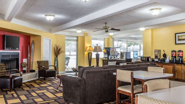"""Econo Lodge Byron Lobby. Images powered by <a href=""""http://web.iceportal.com"""" target=""""_blank"""" rel=""""noopener"""">Ice Portal</a>."""