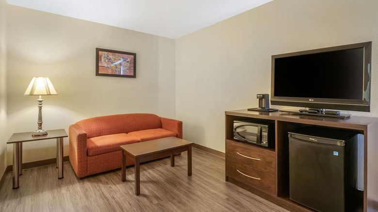 """<b>Econo Lodge Inn & Suites Suite</b>. Images powered by <a href=""""https://iceportal.shijigroup.com/"""" title=""""IcePortal"""" target=""""_blank"""">IcePortal</a>."""