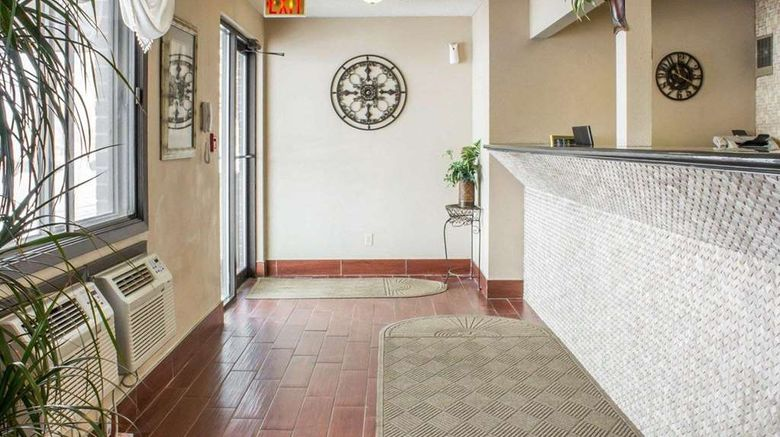 """Econo Lodge Lobby. Images powered by <a href=""""http://web.iceportal.com"""" target=""""_blank"""" rel=""""noopener"""">Ice Portal</a>."""