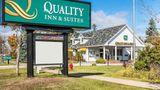 Quality Inn & Suites Mackinaw City Exterior