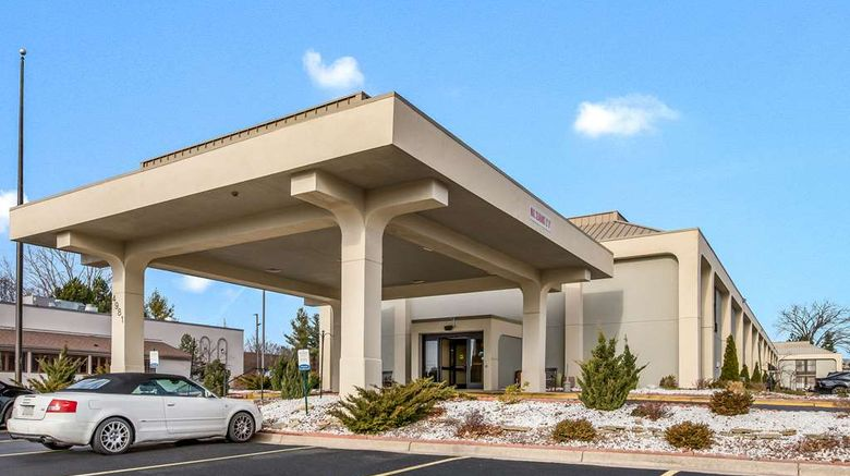 """Clarion Inn  and  Suites Airport Grand Rapid Exterior. Images powered by <a href=""""http://web.iceportal.com"""" target=""""_blank"""" rel=""""noopener"""">Ice Portal</a>."""