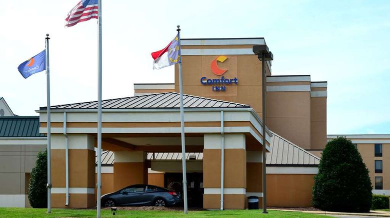 """Comfort Inn University Exterior. Images powered by <a href=""""http://web.iceportal.com"""" target=""""_blank"""" rel=""""noopener"""">Ice Portal</a>."""
