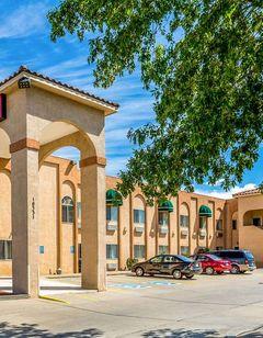 Econo Lodge Inn & Suites Albuquerque