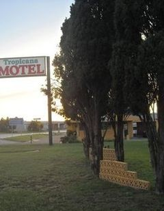 Tropicana Motel-Bastrop