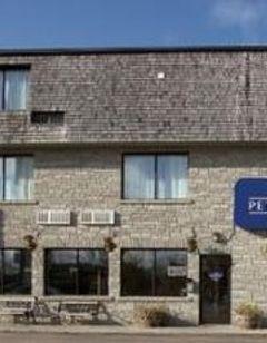 Petawawa River Inn & Suites