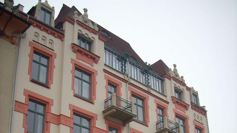 "Antique Apartments Exterior. Images powered by <a href=""http://www.leonardo.com"" target=""_blank"" rel=""noopener"">Leonardo</a>."