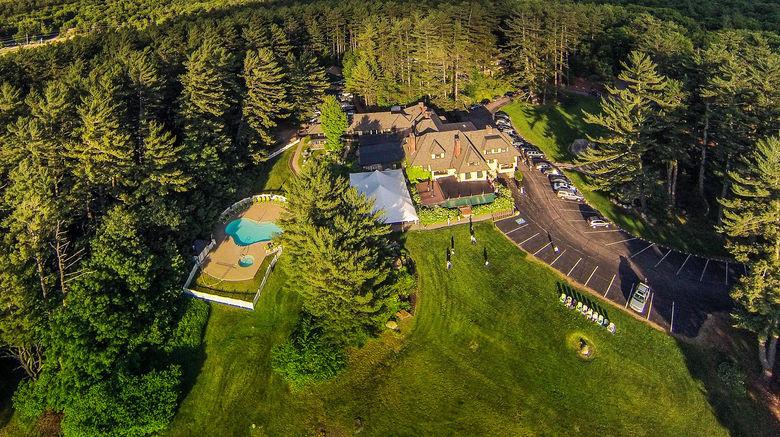 "Stonehurst Manor Exterior. Images powered by <a href=""http://www.leonardo.com"" target=""_blank"" rel=""noopener"">Leonardo</a>."