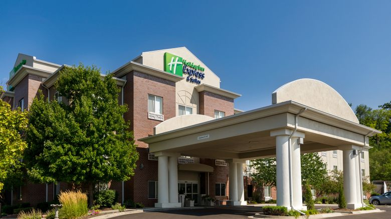"""Holiday Inn Express  and  Suites Exterior. Images powered by <a href=""""http://www.leonardo.com"""" target=""""_blank"""" rel=""""noopener"""">Leonardo</a>."""