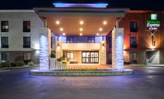 Holiday Inn Express & Suites Arpt Wolf