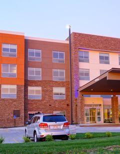 Holiday Inn Express & Stes Millard Area