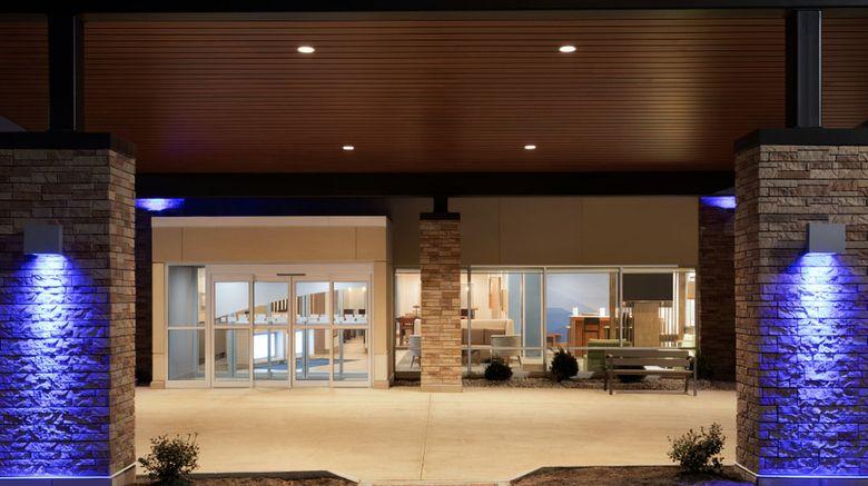 "Holiday Inn Express/Suites Cincinnati NE Exterior. Images powered by <a href=""http://www.leonardo.com"" target=""_blank"" rel=""noopener"">Leonardo</a>."