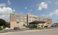 Holiday Inn Express & Suites Downtown
