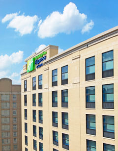 Holiday Inn Express & Suites North Shore