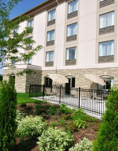 Holiday Inn Express & Suites Ottawa Airp