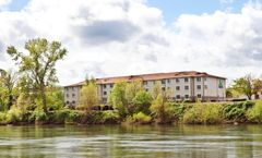 Holiday Inn Express on the River