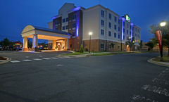 Holiday Inn Express & Suites Charlotte N