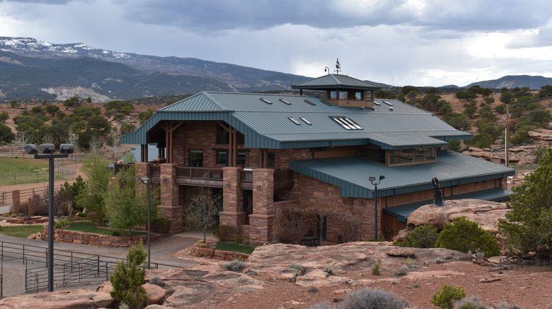 "Cougar Ridge Lodge Exterior. Images powered by <a href=""http://www.leonardo.com"" target=""_blank"" rel=""noopener"">Leonardo</a>."