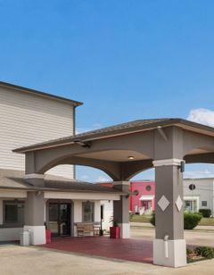 Red Roof PLUS+ Galveston - Beachfront