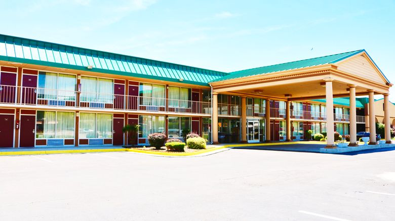 """Red Roof Inn  and  Suites Cave City Exterior. Images powered by <a href=""""http://www.leonardo.com"""" target=""""_blank"""" rel=""""noopener"""">Leonardo</a>."""